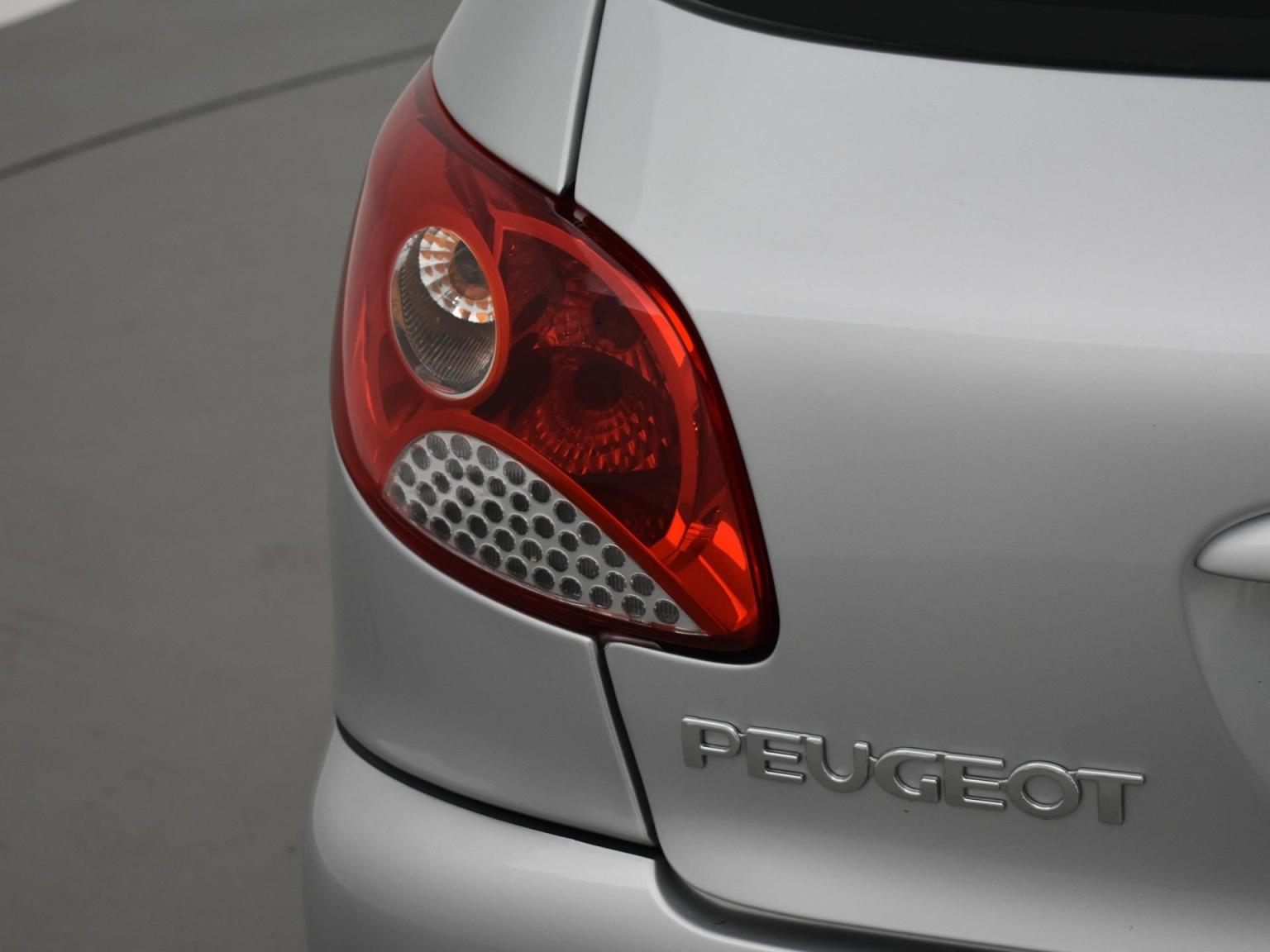 Peugeot-206+-18