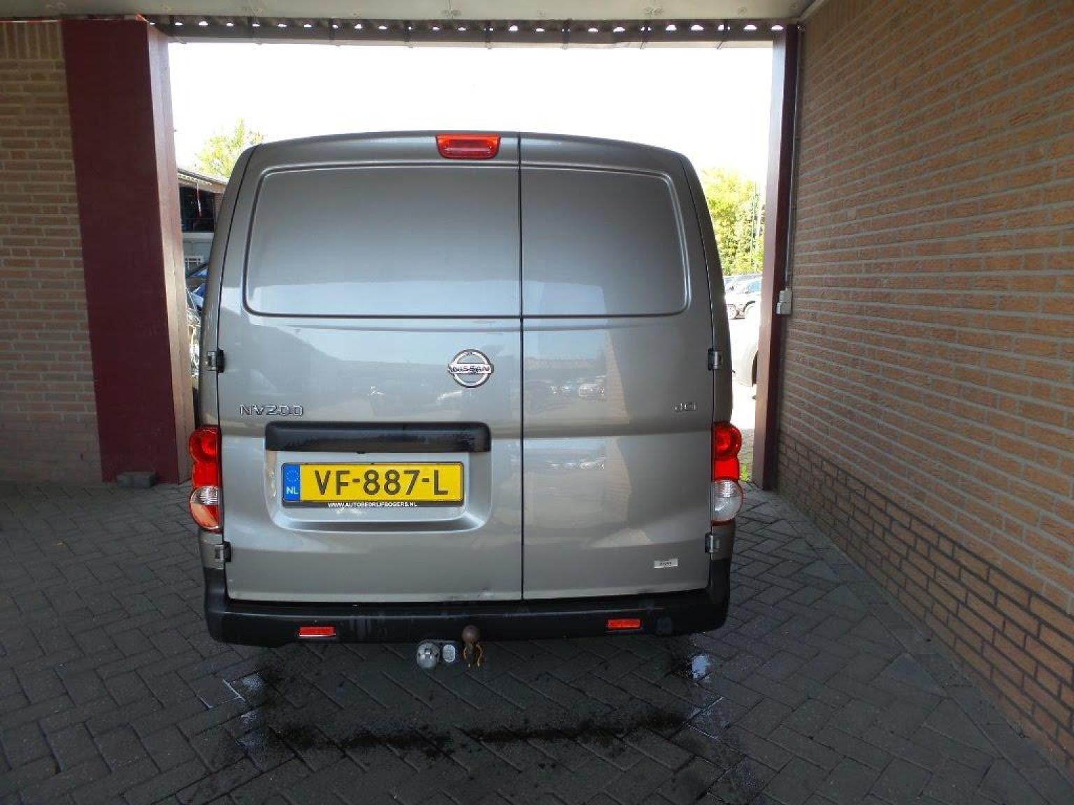 Nissan-NV200-2