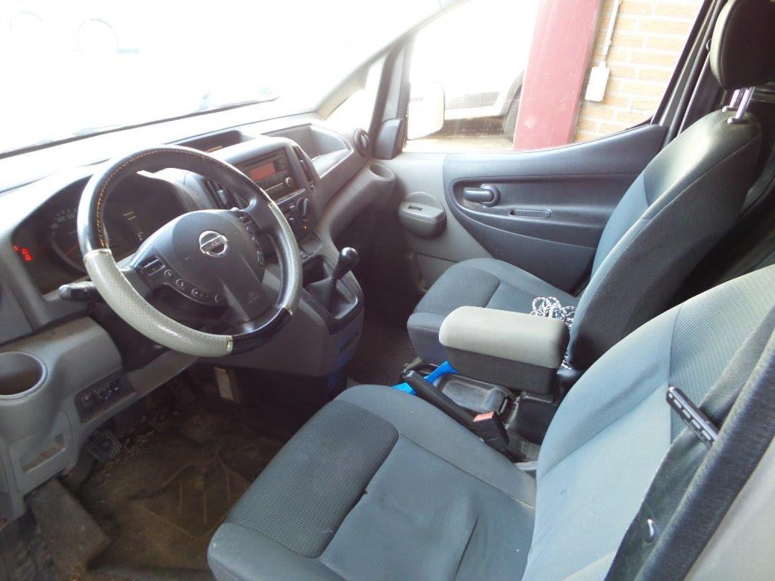 Nissan-NV200-5