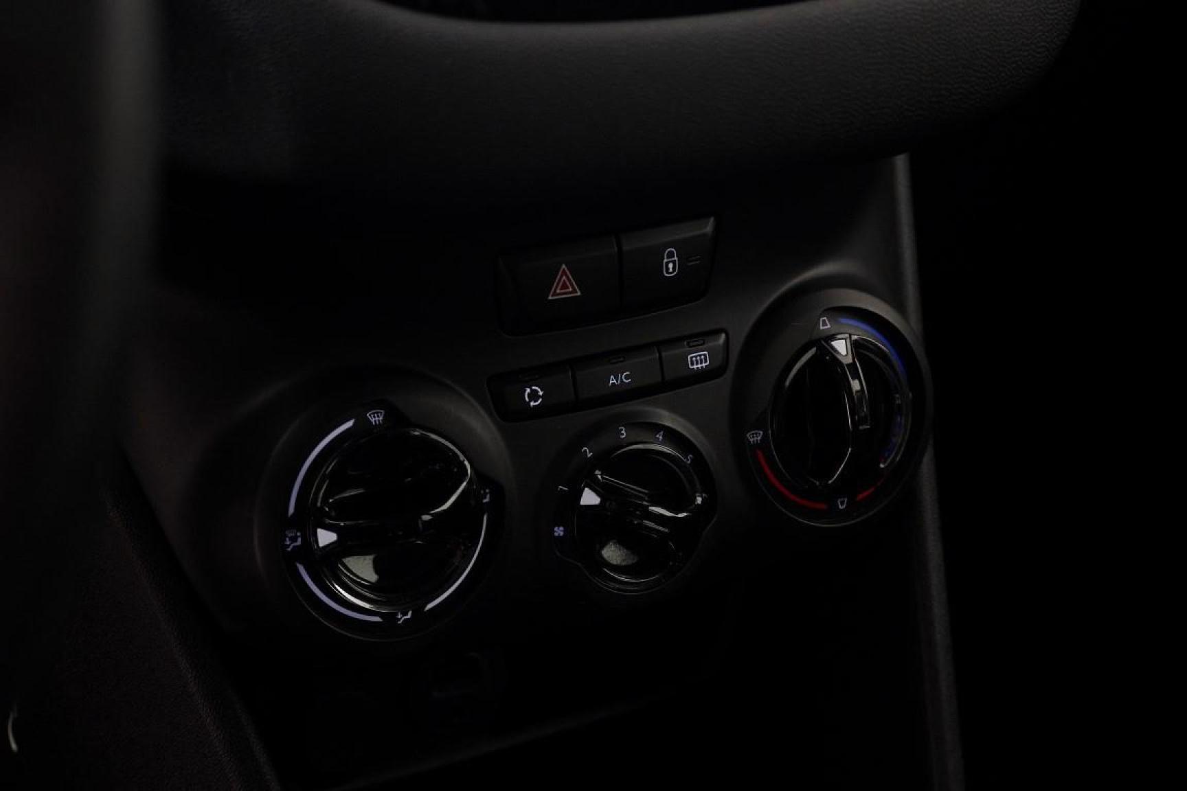 Peugeot-208-15