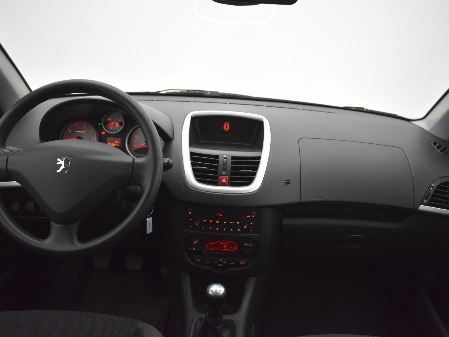 Peugeot-206+-13