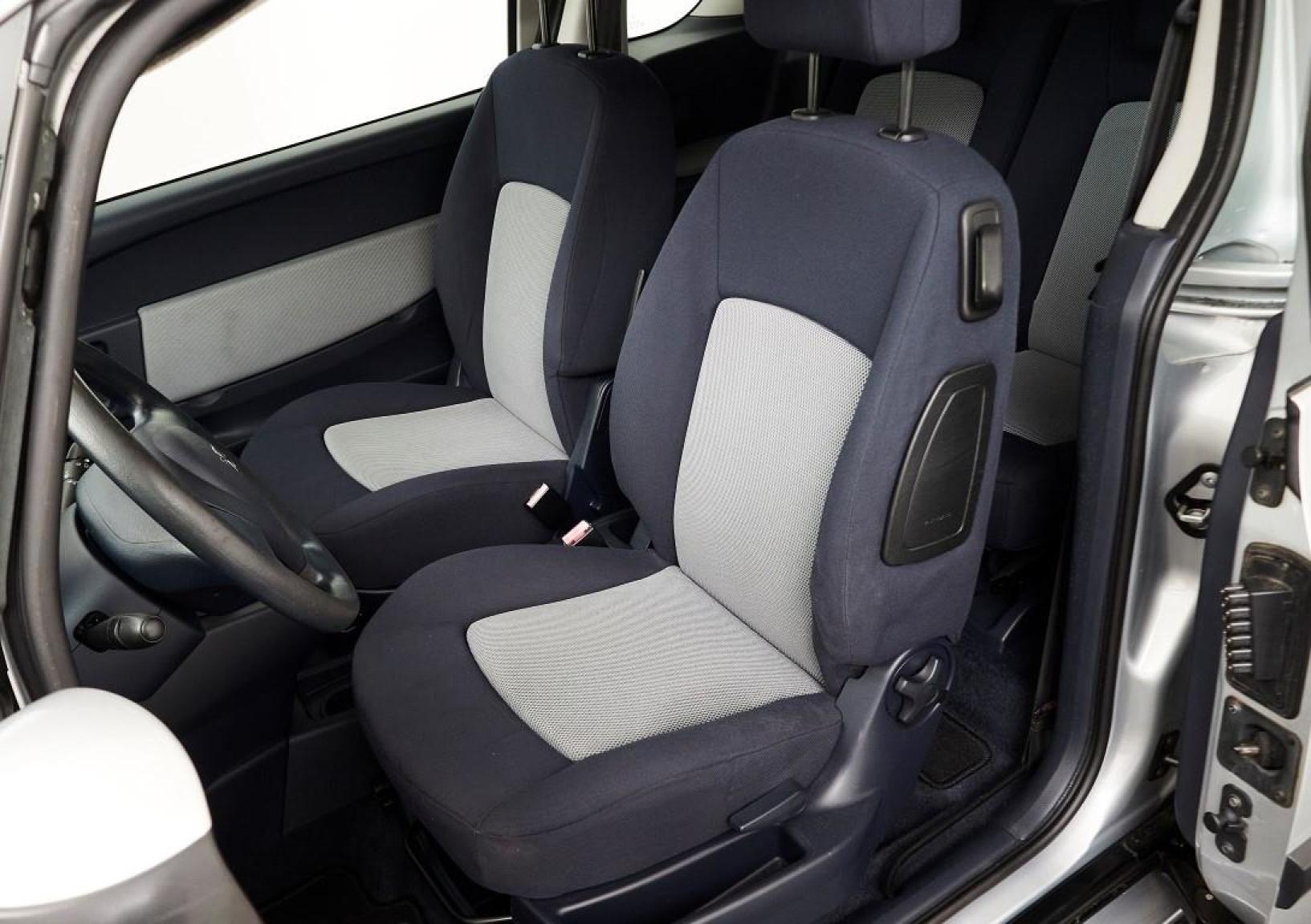 Peugeot-1007-16